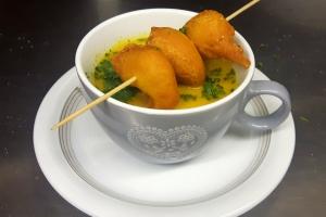 Currysuppe mit Garnelen