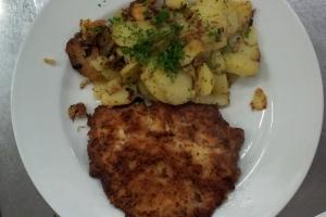 Münchner-Schnitzel-mit-Bratkartoffeln